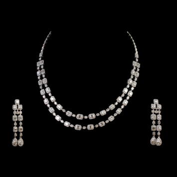 Paring Different Diamond Neckline With Perfect Necklace