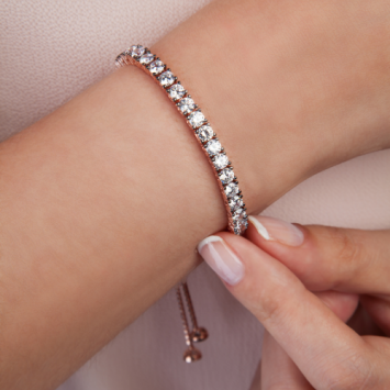 Charming And Affordable Diamond Bangle Bracelet To Look Out