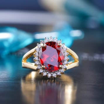 Top 10 Small Diamond Ring Styles For Petite Hands